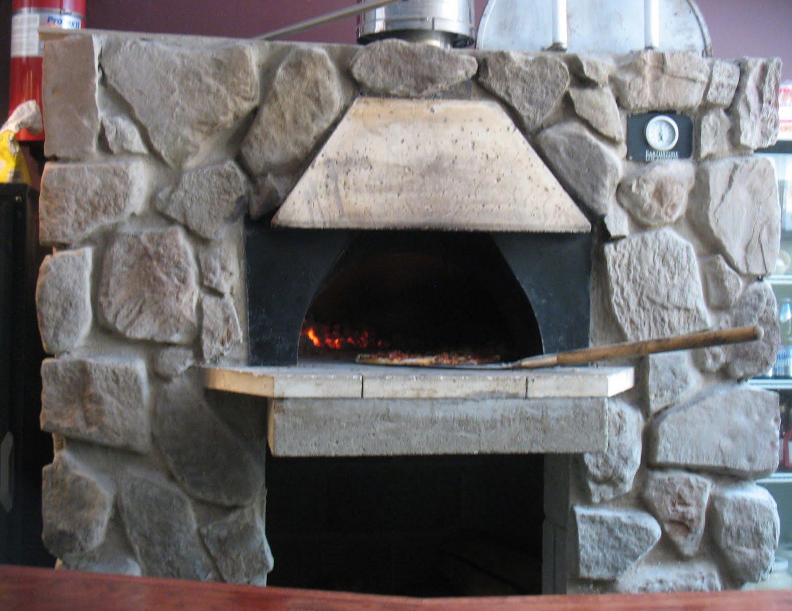 Сделанная кирпичная печь малютка