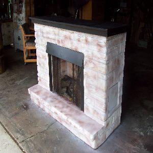 создается имитация огня в камине